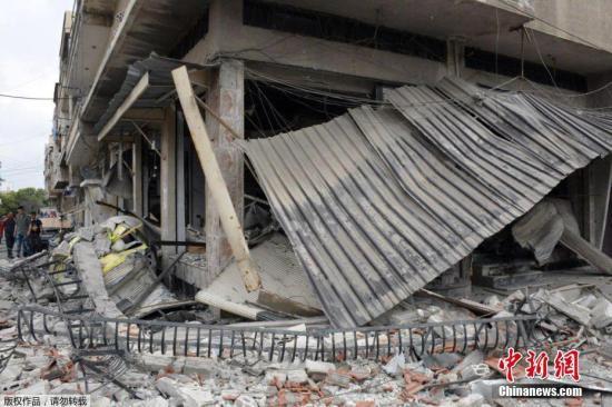 资料图:当地时间2017年5月23日,叙利亚霍姆斯遭到汽车炸弹袭击。