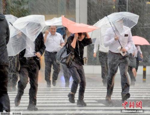 日本各地迎来酷暑天气 第3号台风登陆九州地区