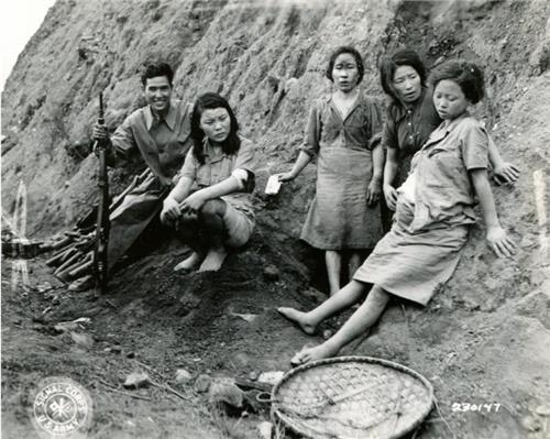 资料图片:在中国云南省松山市被俘虏的日军韩国慰安妇