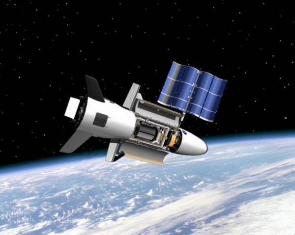 材料图片:美军X-37B空天飞机在轨运转设想图。