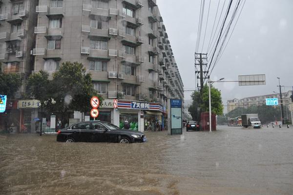 四川盆地遭遇今年首场区域性暴雨 达州等地强降雨持续