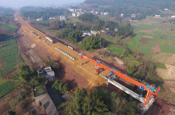 这是2016年12月27日拍摄的川藏铁路成雅段庙子沟大桥施工现场。新华社记者薛玉斌摄