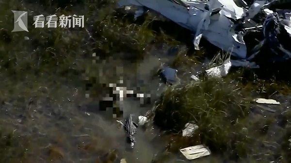 一架小型飞机坠毁于美国佛罗里达大沼泽地.