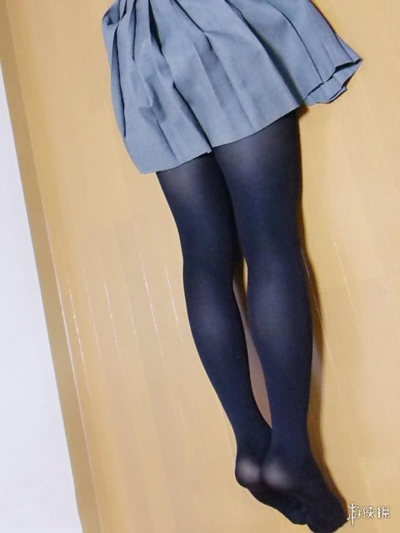 每日福利送不停 黑色丝袜美腿的火辣自拍真是诱惑啊