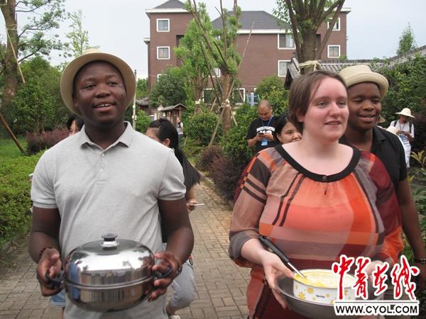 海外青年学子在浙江金华古村落体验传统文化