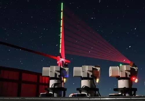 """▲资料图片:2016年12月10日,在西藏阿里观测站,""""墨子号""""量子科学实验卫星过境,科研人员在做实验(合成照片)。"""