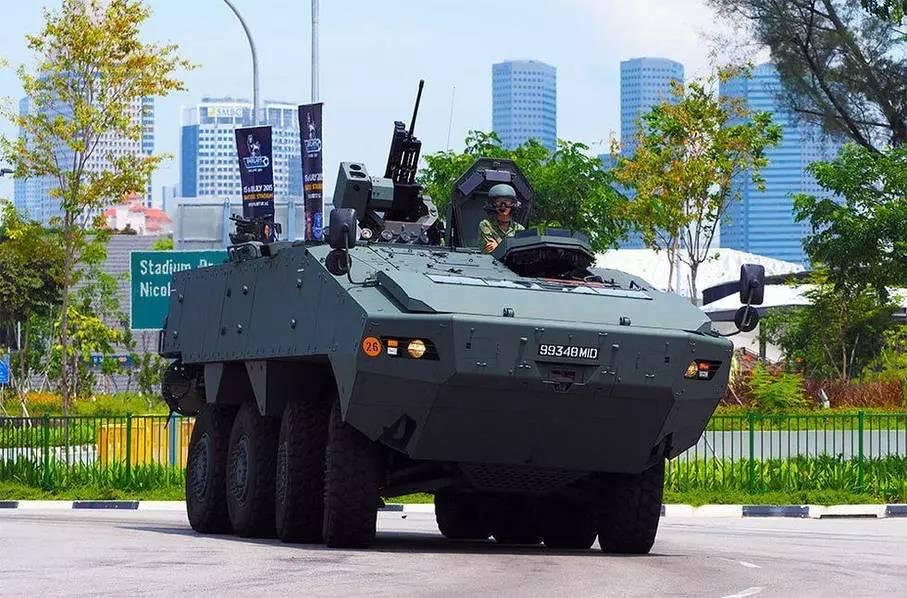 """▲资料图片:2016年11月,9辆新加坡陆军""""特雷克斯""""AV-81装甲车,以及3货柜军需用品,被香港海关扣押。"""