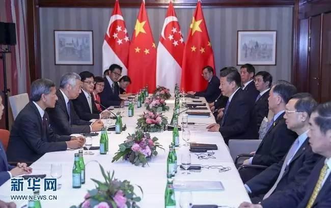 ▲7月6日,国度主席习近平在汉堡会面新加坡总理李显龙。