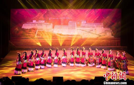 西藏一农民工艺术团试演《耕耘天地间》成功