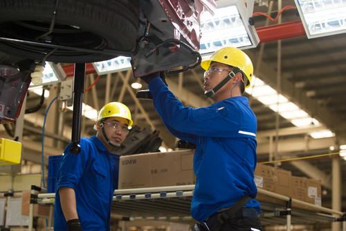 资料图片:中国上汽通用五菱汽车有限公司在印度尼西亚西爪哇省勿加西县投资建立的工厂7月11日正式建成投产。新华社记者 杜宇 摄
