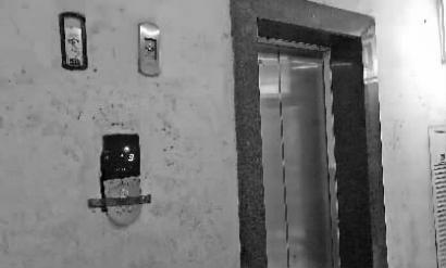 福临花园小区的电梯看着有些老旧 新文化记者石竹摄
