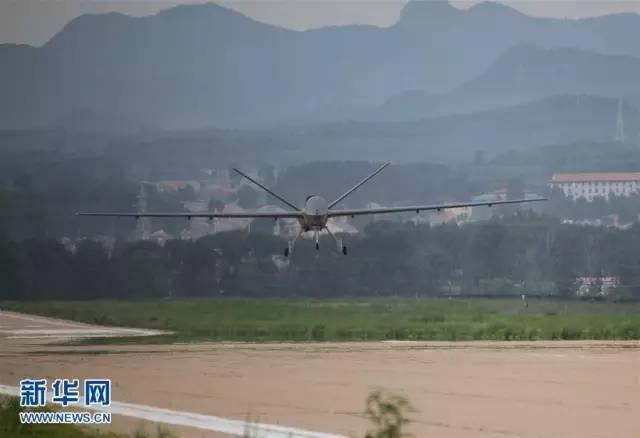 """△""""彩虹-5""""无人机在河北某机场成功试飞"""
