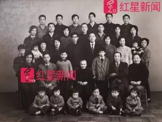 ▲陈氏家族多年前的家族合影,如今已经很难再有 图片来源:红星新闻