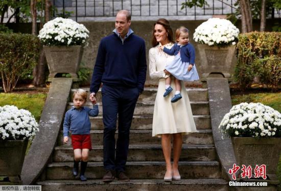 资料图:2016年,威廉王子携凯特王妃访问加拿大之旅,夫妇二人带乔治王子和夏洛特公主出席聚会。
