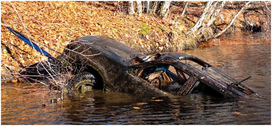 河道里还打捞出了汽车