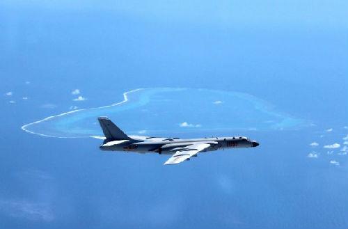 资料图片:2016年7月中旬,中国空军出动轰-6K飞机赴黄岩岛等岛礁附近空域巡航。新华社发