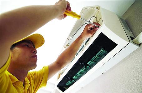 空调内机,外机进行彻底清洗,以免积尘过多影响风扇转速以及零部件散热