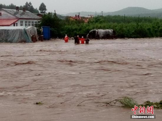 黑龙江苇河暴雨致1100多户居民通讯失联