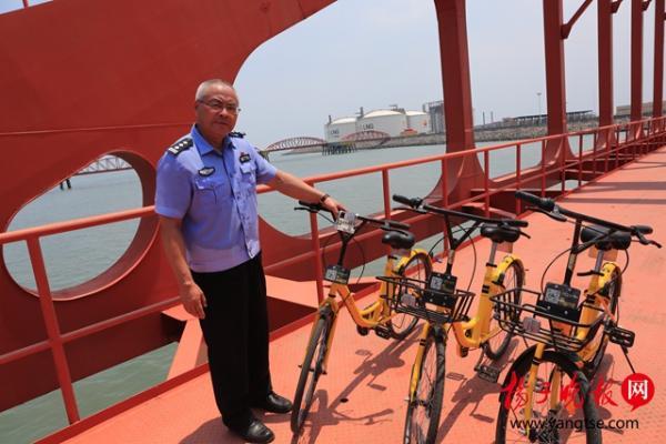 黄海边竟现南京共享单车  系非法捕钓者的交通工具