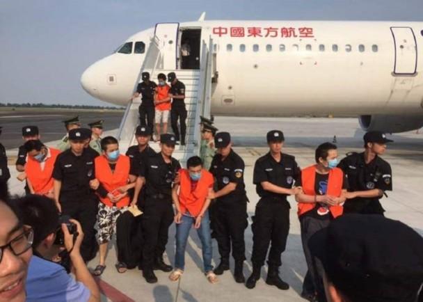 中国警方去年分别从柬埔寨和老挝将涉及跨境骗案的大陆及台湾疑犯返大陆受审。(资料图片)