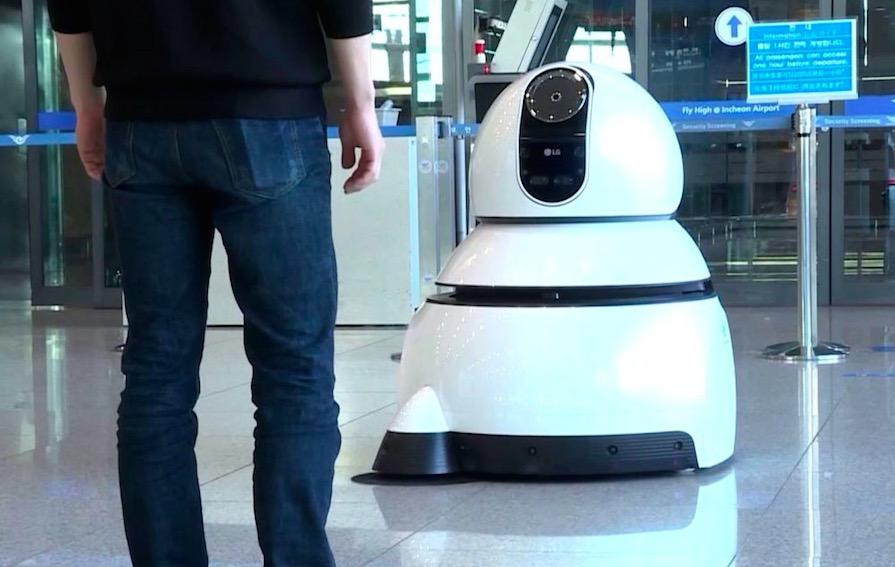 LG新机器人出现韩国仁川机场 会带路会扫地