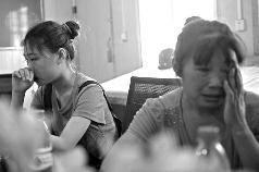 在西安北郊一工地李桂香提起这些年没能陪伴女儿何秋明,两人都流下眼泪