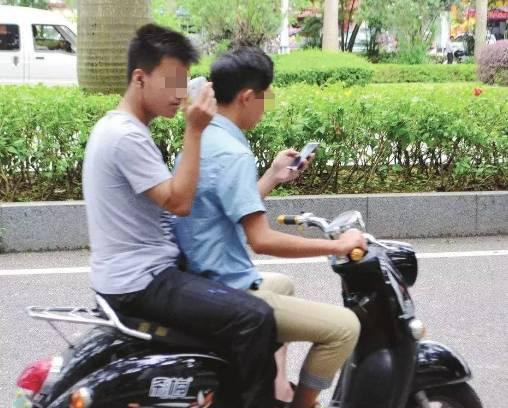 男司机玩手机撞车身亡 最后死亡瞬间曝光