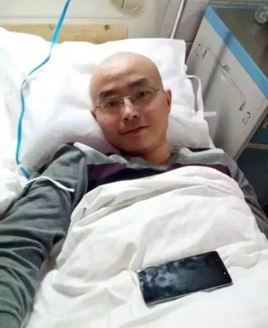 ▲唐亮明临终前,在医院治疗。受访者供图。