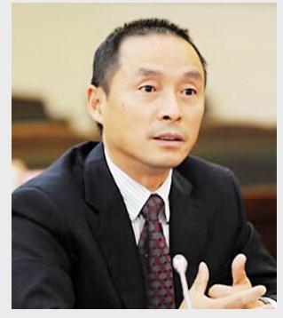 全国政协委员、四川鼎立律师事务所律师施杰