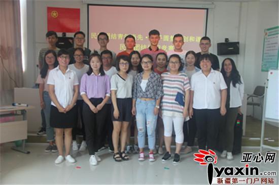 新疆福海县:民族团结知识竞赛展现返乡大学风