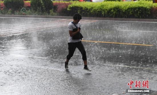 甘肃多地连遭暴雨袭击 预警升级地质灾害风险高