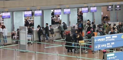 韩国机场的中国系航空公司值机柜台少有人问津