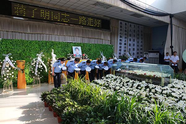 因公殉职民警蒋子明遗体离别典礼在淮安市殡仪馆举行。淮安警方 供图