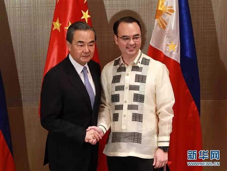 △王毅与菲律宾外长卡亚塔诺