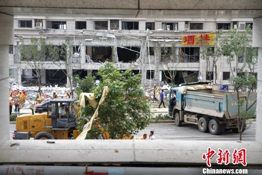济南一小区突发爆炸 致8人受伤其中1人重伤(图)