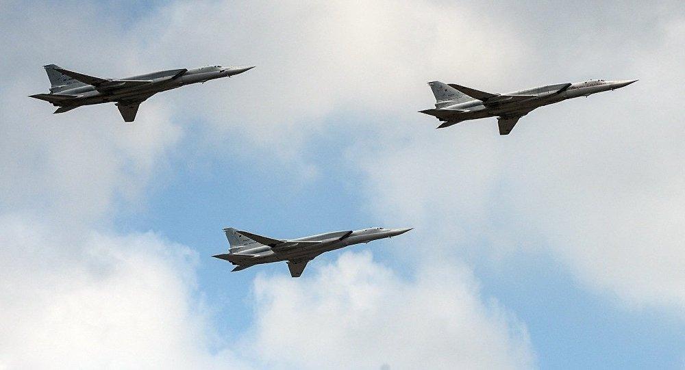 俄媒:俄军图22在黑海训练 英军派台风战机监视