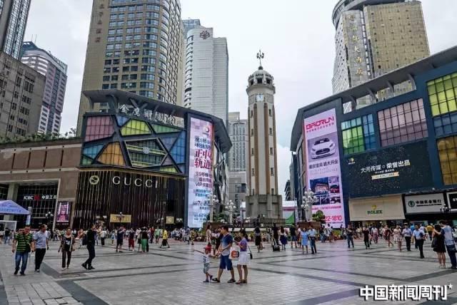重庆解放碑中央商务区(CBD)。图|GETTY