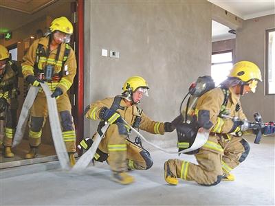 宁波消防进行高层火灾救援测试