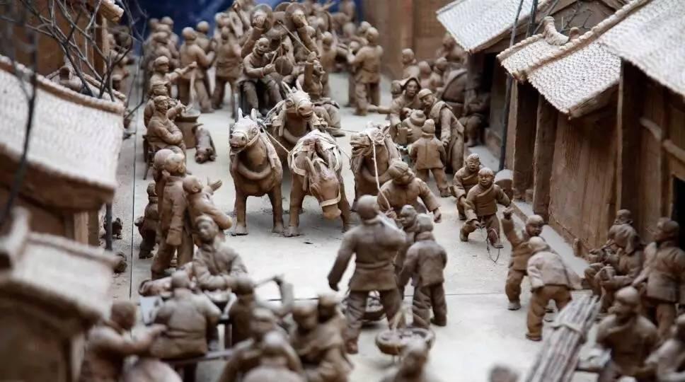 ▲泥塑中展现的渭北农村集市