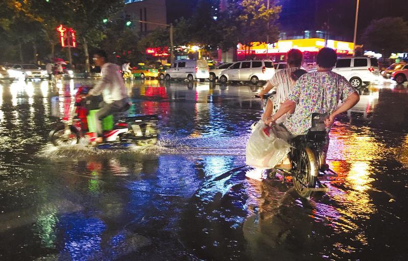 西安这场大雨总算没爽约 近日最高温度35℃
