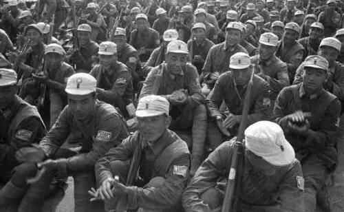 ▲一支八路军部队在休息。