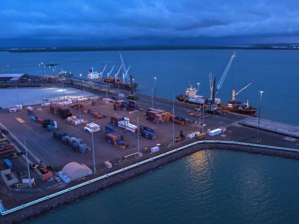 资料图:2017年3月14日拍摄的澳大利亚达尔文港货运码头。 新华社发