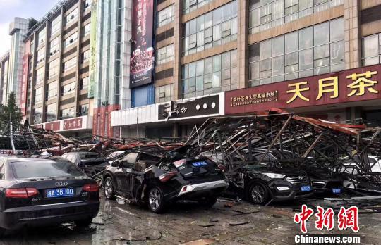 重庆市气象台发布强对流天气警报 狂风暴雨袭击主城