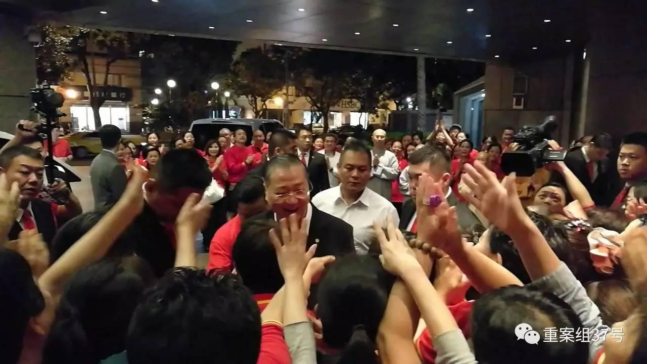 """▲2016年10月1日,""""心灵法门""""信徒迎接卢军宏。 受访者供图"""