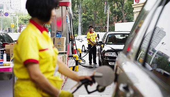周五国内成品油价或两连涨 预计汽柴油每吨上调127元