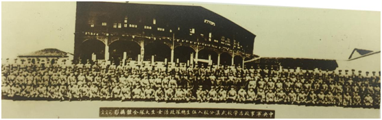 武汉中央军事政治学校女生队。
