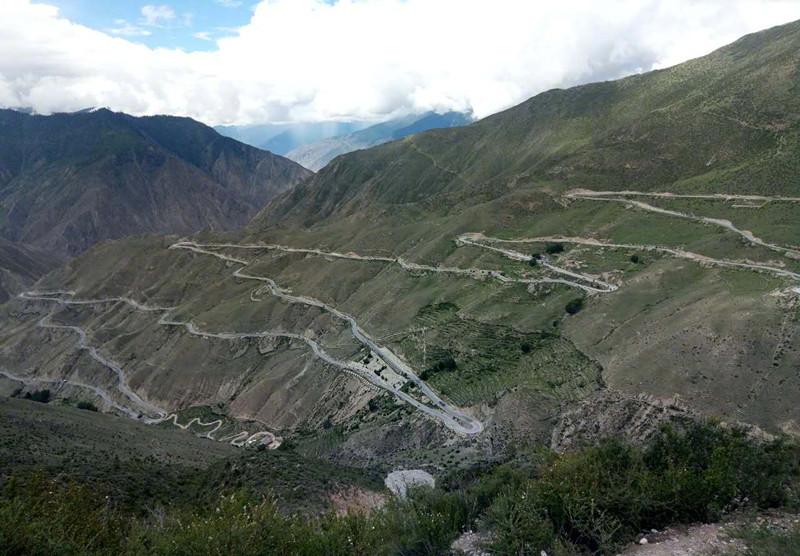视频|一家三口为庆祝女儿保研自驾游青藏高原 返程时遭车祸全家丧生