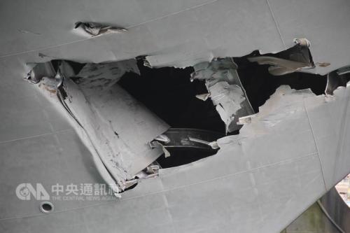 """图为受损的""""丽娜轮""""。王朝钰 摄。图片来源:台湾:""""中央社"""""""