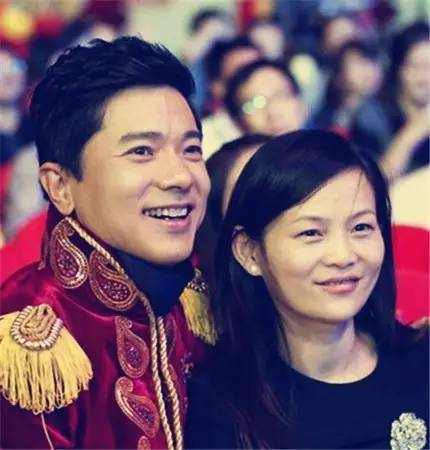 李彦宏和妻子马东敏(图片来源于网络)