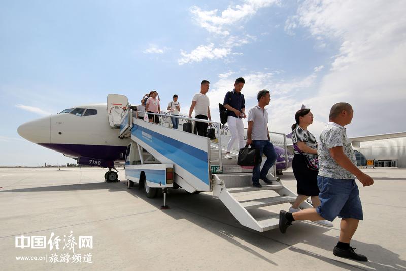 中国国内航线客座率首超美国 国内游带动客流增长